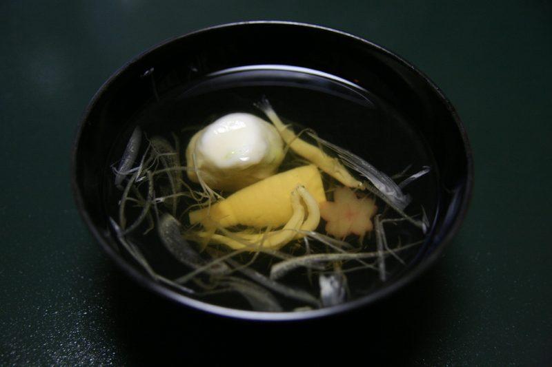 ホタテの真薯とシラウオの吸い物